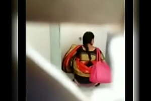 Aunty in saree pissing her panty