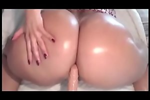 Big Booty Latina twerks on cam