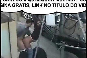 Casal flagrados fudendo no meio da rua ! QUER SAIR COM QUALQUER MULHER ACESSE GRATIS:  http://bit.ly/DICASPARAHOMENS
