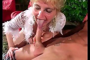 Mature horny woman gives an outdoor blow job