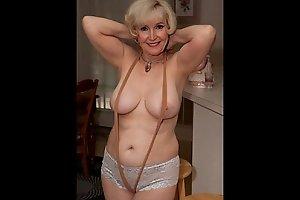 Hot granny spreading