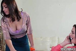 Mindi Mink loves Ella Knoxs big natural tits