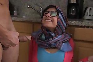 MIA KHALIFA - Arab Pornstar Toys Her Cum-hole On Webcam For Her Fans
