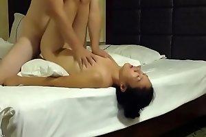 91浩哥出差和单位已婚女同事酒店开房偷情颜射一脸舔干净鸡巴-esayporn.blogspot